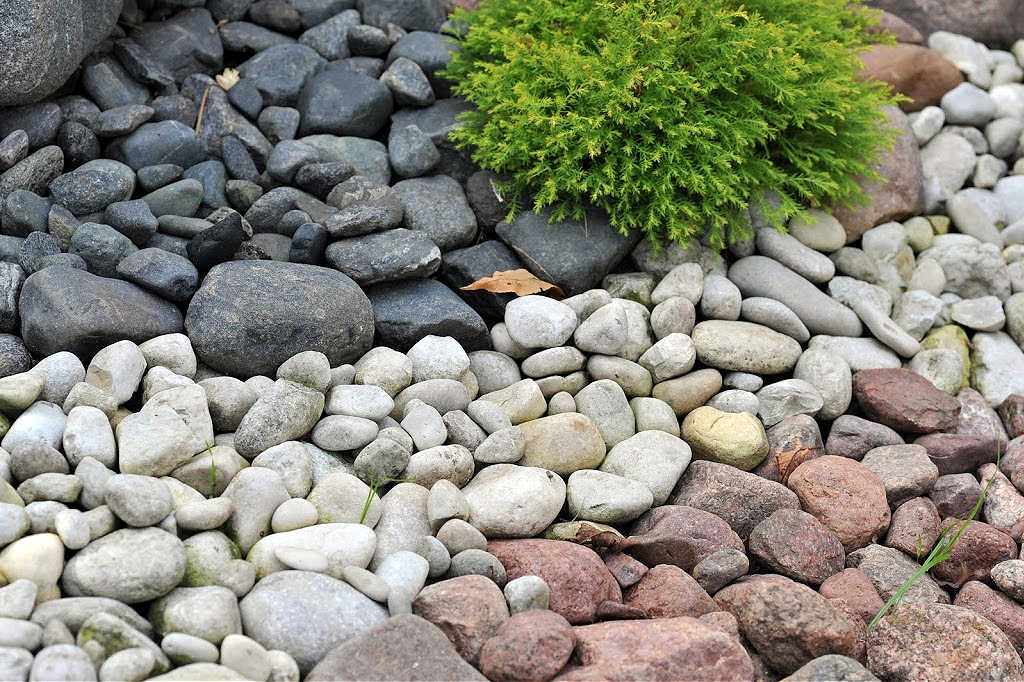 Free rocks, stones, pebbles, and boulders for your DIY projects and landscaping are available... IF you know where to look. Start here!
