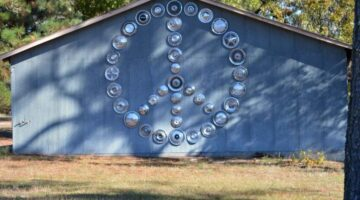 old-hubcaps-wall-art