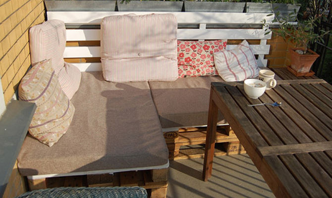 diy pallet furniture. DIY Shipping Pallet Patio Furniture Ideas    And How To Not Die