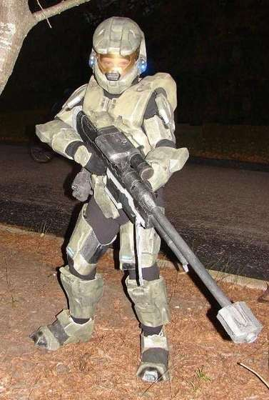 diy-halo-master-chief-halloween-costume.jpg & 3 Halloween Costumes You Can Make From Things You Already Have at ...